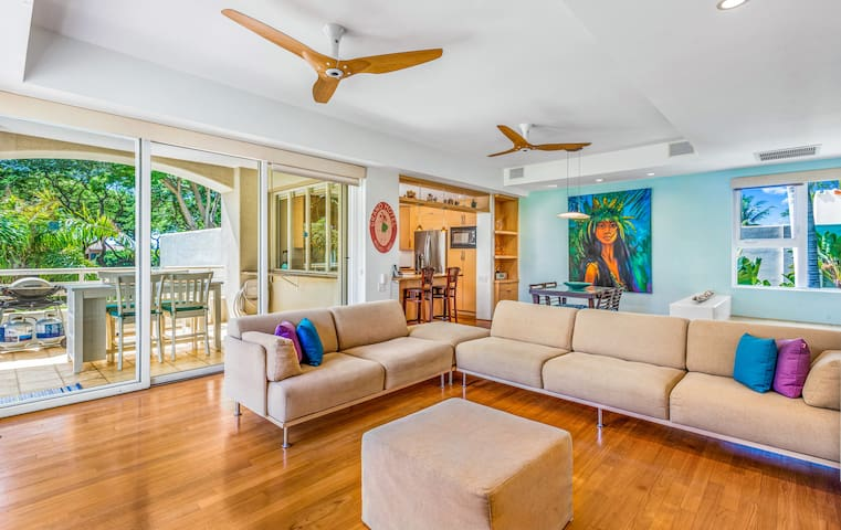 Contemporary, luxurious Palms at Wailea 1708