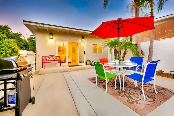 Beautiful Beach Casita w/ Outdoor Living Space, Walk to Ocean, Dining + More!