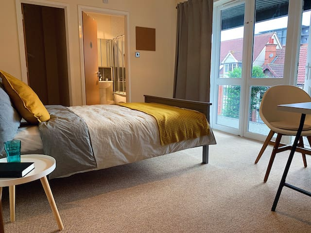 Ensuite Room in CityCentre,6min walk from Station.