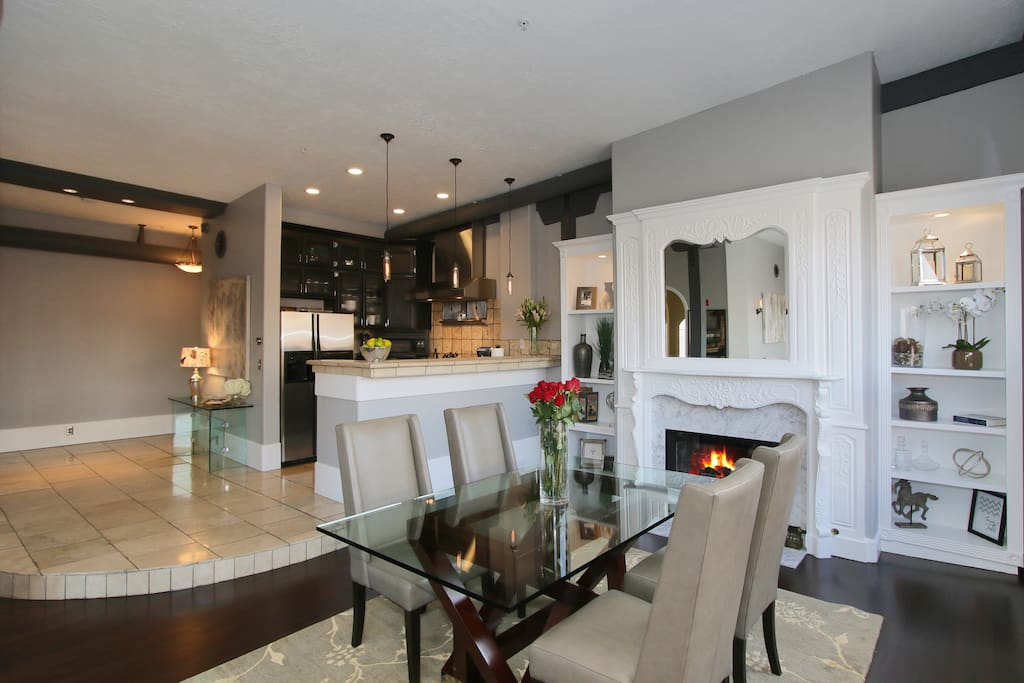 Dinning room w/ working gas fireplace