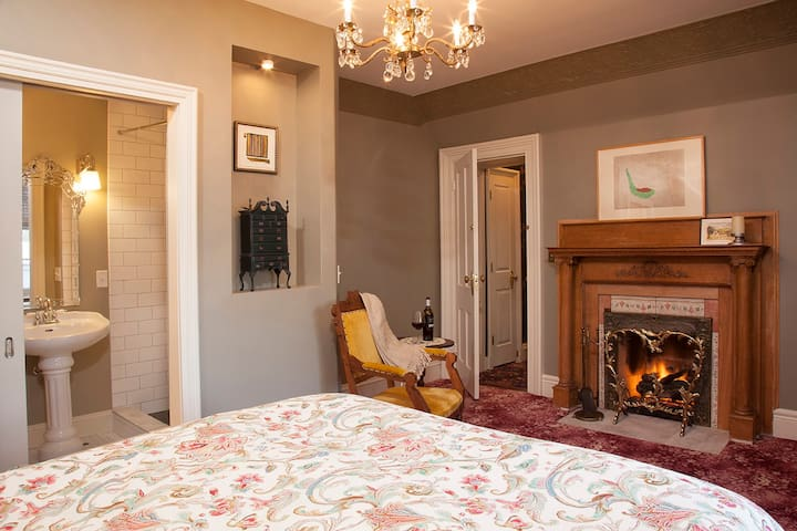 Historic downtown B B with lakefront access   Madison   Bed   Breakfast. Top 20 Bed and Breakfasts Madison  Inns and B Bs   Airbnb Madison