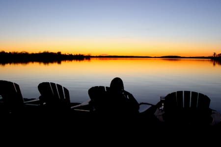 Lakeshore Retreat on Buckhorn Lake/3 rooms  6 ppl - Ennismore