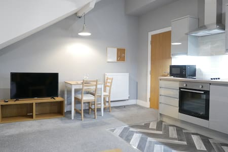 Modern 1 bed apartment on edge of city centre (5)