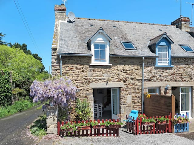 Holiday home in Cancale for 7 persons