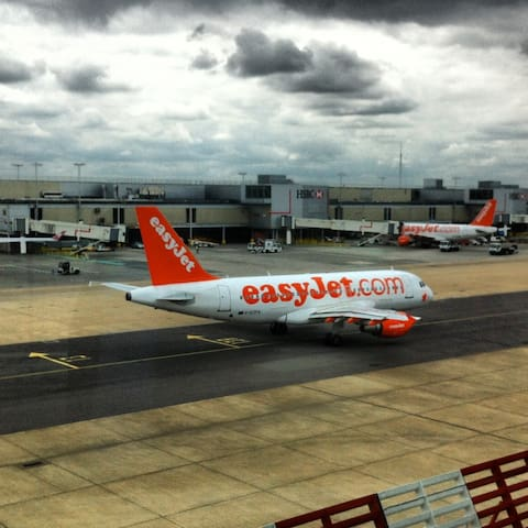 Closest Airbnb 2 min Gatwick airport + parking