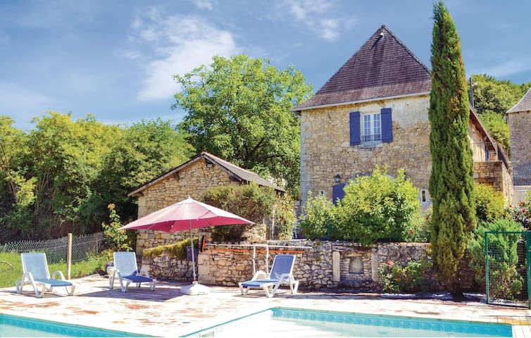 Holiday cottage with 3 bedrooms on 117 m² in La Bachellerie