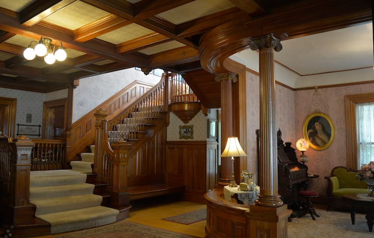 This stunning Historic Queen Anne home was built by Lewis Thomson in 1910 and features stained glass windows, terra cotta fireplaces, exquisite woodwork and a grand staircase.