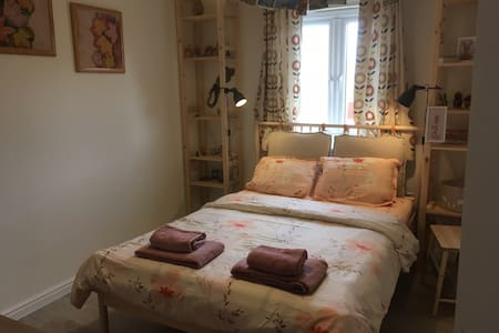 Feel Good  room near Exeter Airport, M5, A30