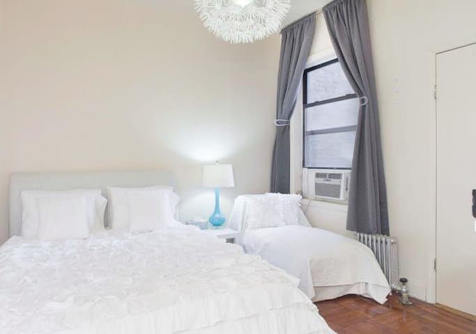 Clean, Cozy Private Room with TV Uptown Manhattan