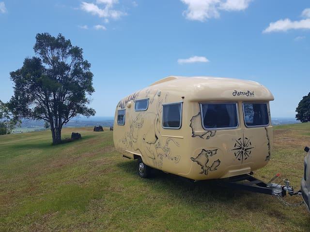 Voyager Vintage Caravan Glamping - Byron Style
