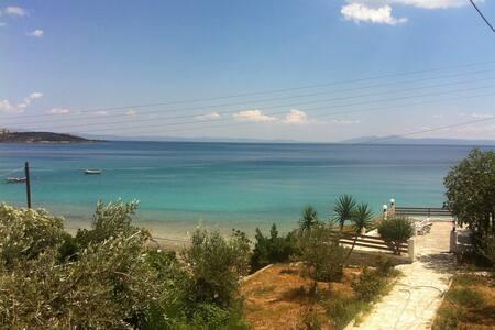 ikia thalassini (beachfront house), Volos