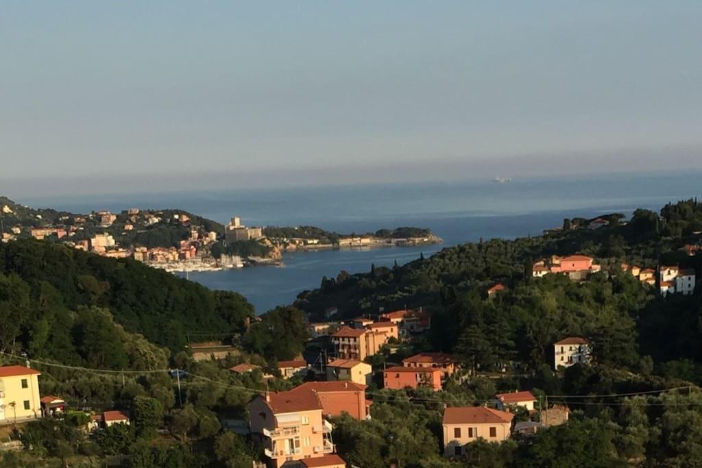 Blick von der Terrasse nach Lerici