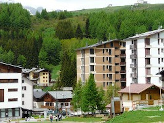 Cute one room apartment on slopes for 4 people - Madesimo - Appartement