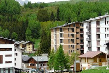 Cute one room apartment on slopes for 4 people - Madesimo - Apartamento