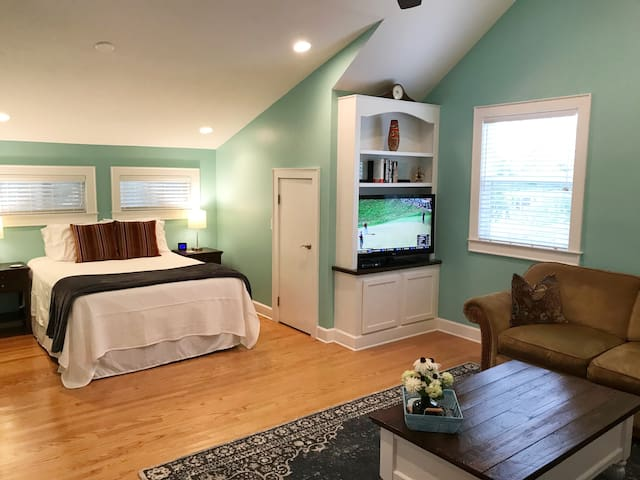 Private Studio Apartment 1 Mile from Ocean