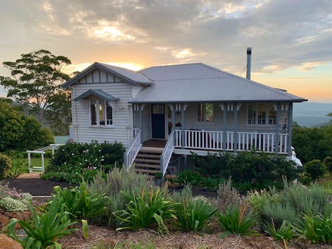'Fairview' Queenslander with spectacular views