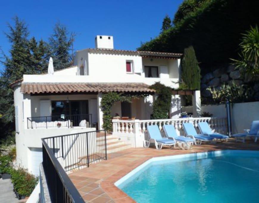 Splendide villa piscine jardin clim villas for rent in for Jardin villa ratti nice