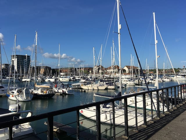 Stunning newly refurbished 2 bed on the marina