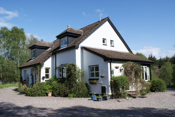 Beautiful, spacious, riverside highland home - Spean Bridge - Dům