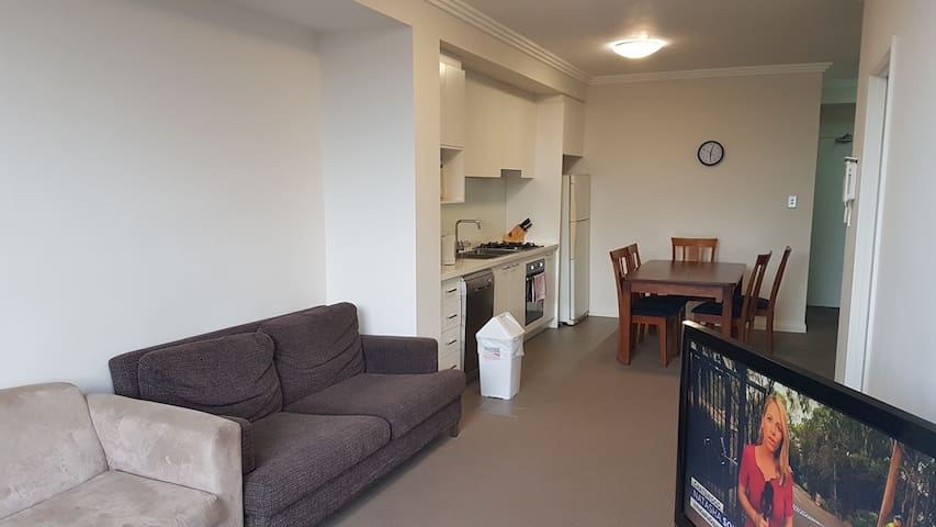 Centenary Park Apartment Q208