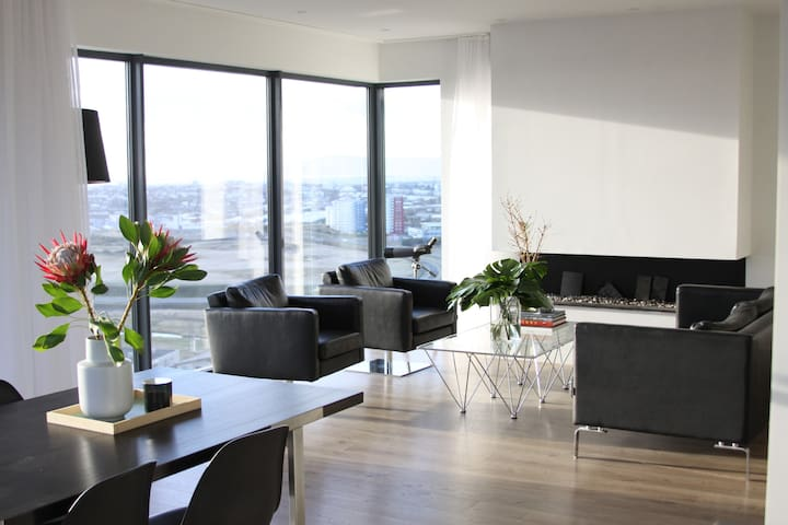Luxury 3B apartment with the best view in town