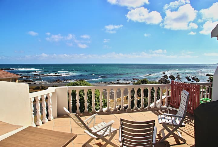 Walkerbay Accommodation 2 Bed Seafront Apartment