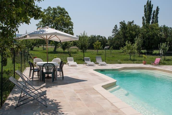 Gîte avec piscine la Cabre ***