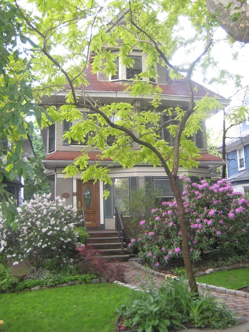 Private home located on quiet cul-de-sac around the corner from Subway line