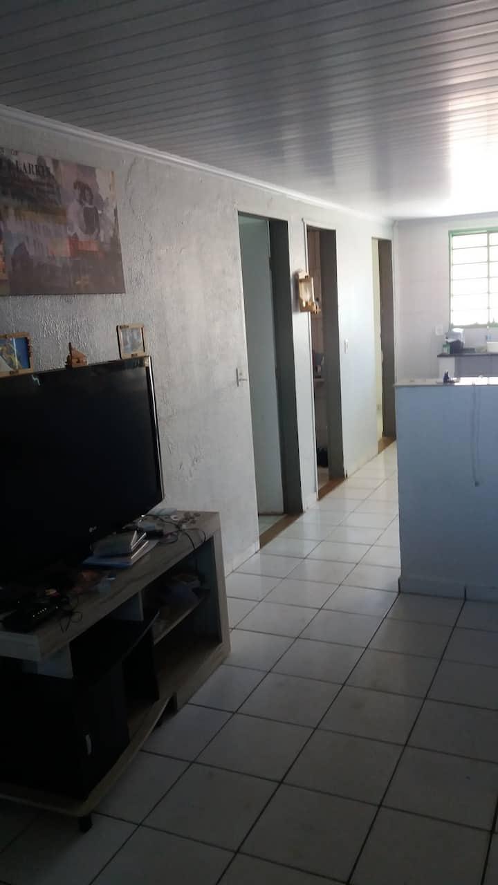 Casa completa com garagem e Quarto exclusivo.