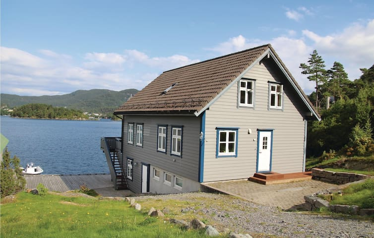Holiday cottage with 5 bedrooms on 174m² in Lundegrend