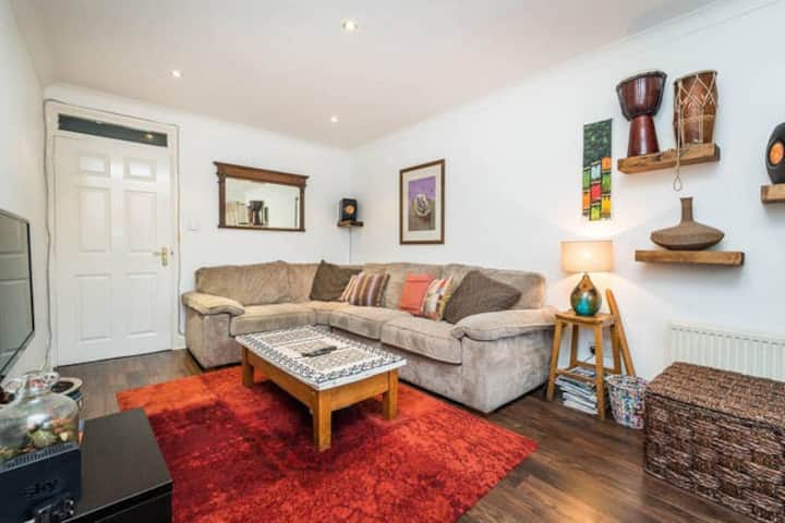 ** Best Warm Cosy & Clean Central home by tube **