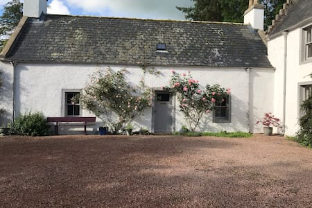 Historic cottage in countryside location