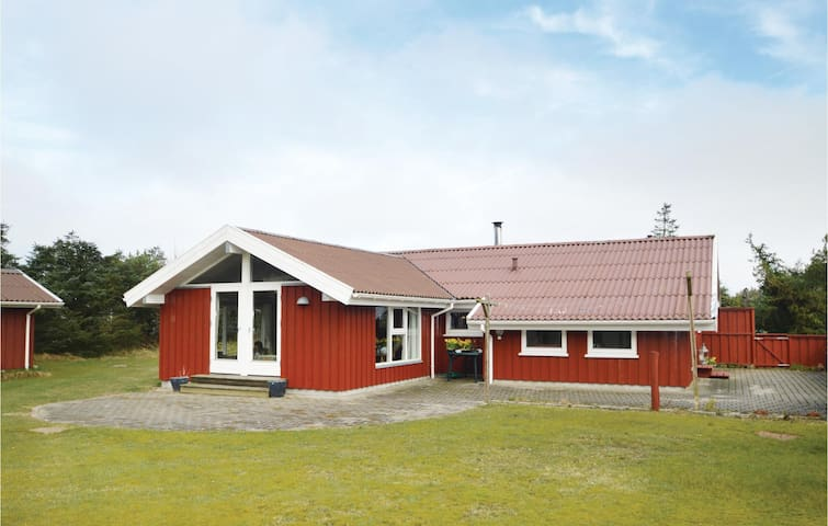 Holiday cottage with 3 bedrooms on 82 m² in Løkken