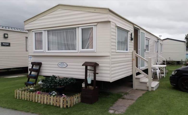 2 bed 8 berth caravan pet friendly