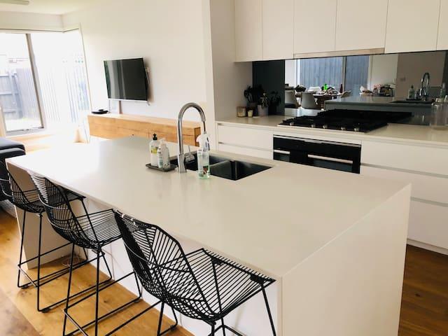 Large, luxurious, modern inner city Newport house