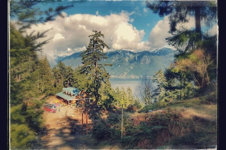 The Moulton Meadow Farm: Ocean Suite - Bowen Island - Talo