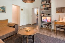 Wohnzimmer mit Sat-TV und DVD