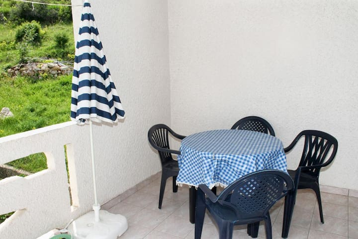 One bedroom apartment with terrace Metajna, Pag (A-4121-d)