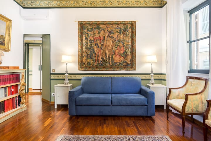 Elegant, Luxurious Flat near the Spanish Steps