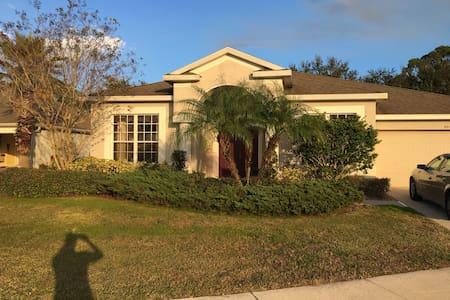 Key Barbee, Jr. home close to white sandy beaches - Bradenton