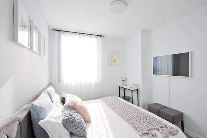 Private Bedroom - East aspect with morning sun. Next to Sydney Airport.