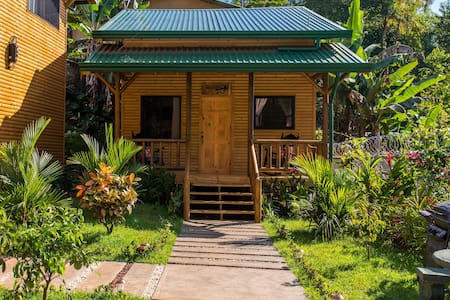 Eco-Cabin with Loft, AirCon, Pool & free Parking
