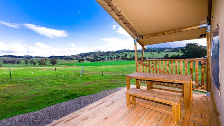 Hillview Farmstay - Glamping Safari Tent (Lion)