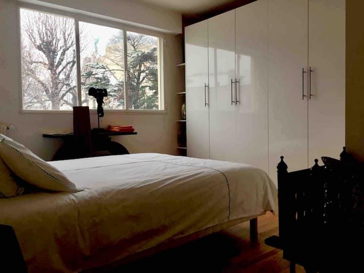 private bedroom 1 near Eiffel Tower, Saint Germain