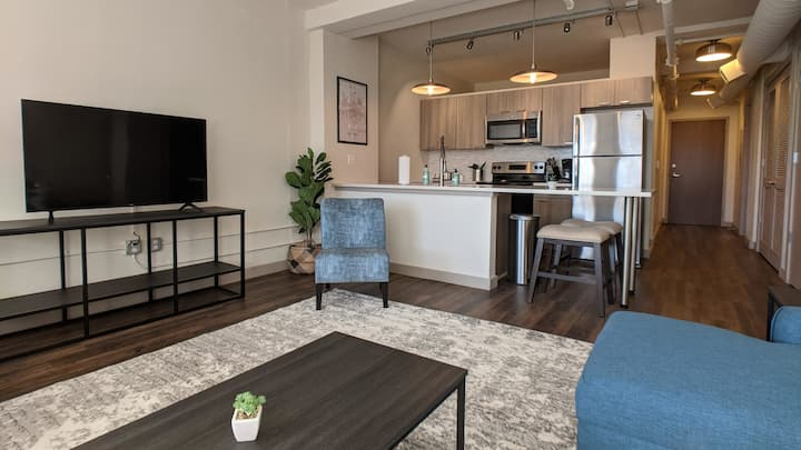 Impeccable 1BR with Gym and Pool