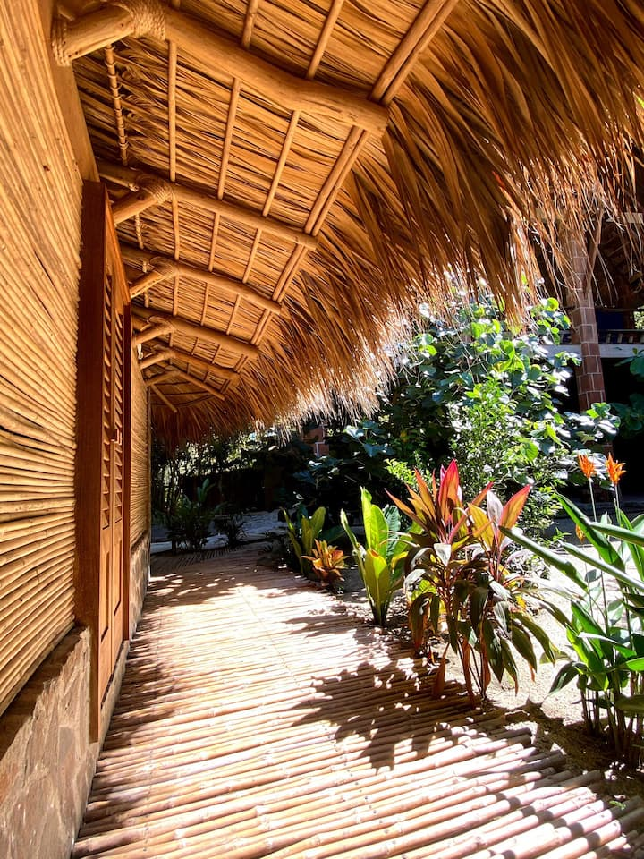 Zipolite Glamp Huts | Hostel | 4min walk to beach