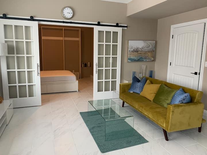 Modern Luxury Loft nearby RUMC
