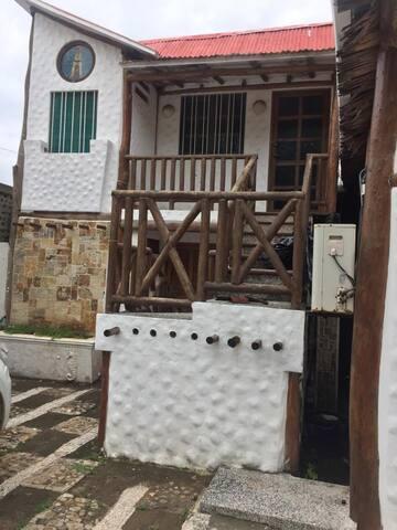 El faro con dos habitaciónes. La de abajo tiene lavandero y pantry de cocina