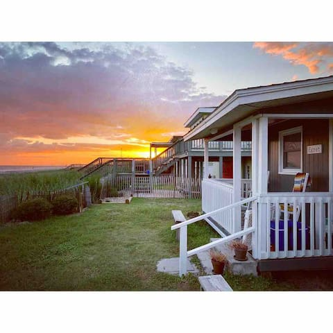 Egret ~ Charming Beachfront Cottage (pet-friendly)