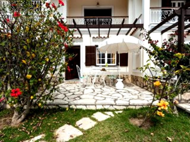 La Corfiota Beach Garden 1 bedroom Apt. West Corfu - Agios Gordios - Departamento